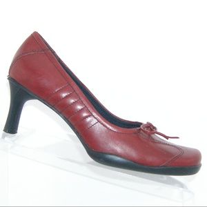 Nine West burgundy leather stitched heels 5.5M